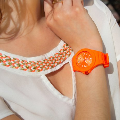 Orange silicone watch with sunray dial - Size Medium Colección Primavera-Verano Ice-Watch